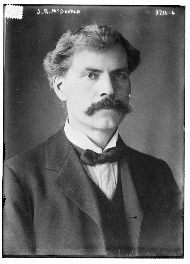 649px-James_Ramsay_MacDonald_in_1916